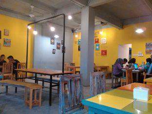 Foto 4 - Interior di Yellow Truck Coffee oleh Rahmi Febriani