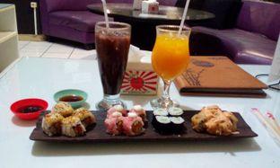 Foto 1 - Makanan(Mix roll) di Sushi Den oleh Annti Nursanti