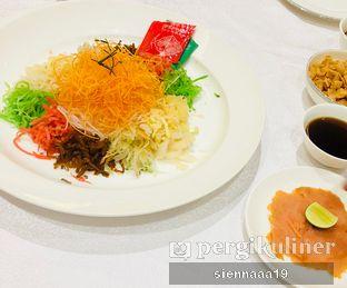 Foto 3 - Makanan(YUN SHENG (CNY EDITION)) di Pearl - Hotel JW Marriott oleh Sienna Paramitha