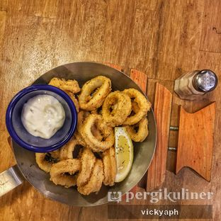 Foto 2 - Makanan(Fried Calamari) di Fish & Co. oleh Vicky @vickyaph