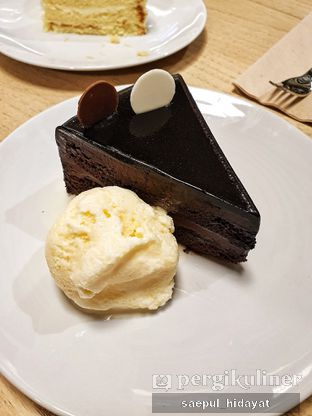 Foto 3 - Makanan(Chocolate Angel Cake) di Kitchenette oleh Saepul Hidayat