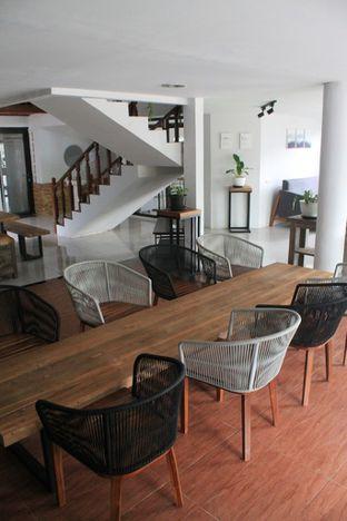 Foto 5 - Interior di Hidden Haus Coffee & Tea oleh Prido ZH