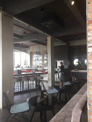 Foto 8 - Interior(Bar Lantai 2) di SOUL Drink & Dine oleh @Itsjusterr