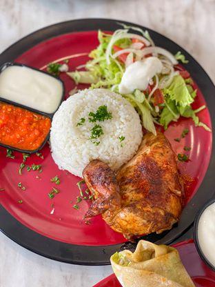 Foto 5 - Makanan di Emado's Shawarma oleh heiyika
