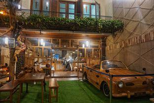 Foto 3 - Interior di Equator Coffee & Gallery oleh Fadhlur Rohman