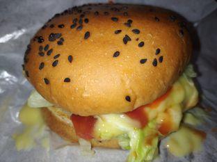 Foto 2 - Makanan di Burger Bakar Qebul oleh @dimasaryadamara