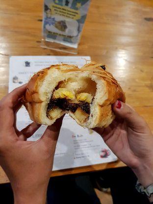 Foto 6 - Makanan(Piscok Keju) di Roti Eneng oleh Adhy Musaad