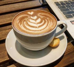 Foto 1 - Makanan(Hot Cappucino (IDR 35)) di Sudoet Tjerita Coffee House oleh Renodaneswara @caesarinodswr