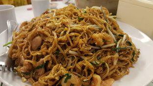 Foto 2 - Makanan(Bakmi Goreng) di Central Restaurant oleh Oswin Liandow