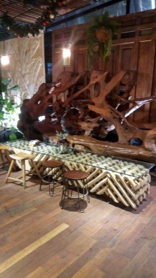 Foto 20 - Interior di Six Ounces Coffee oleh Renodaneswara @caesarinodswr