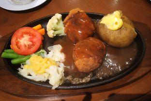 Foto 2 - Makanan(Chicken Cordon Bleu) di Bon Ami Restaurant & Bakery oleh Kezia Kevina