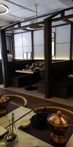 Foto 2 - Interior di The Royal Pot oleh om doyanjajan