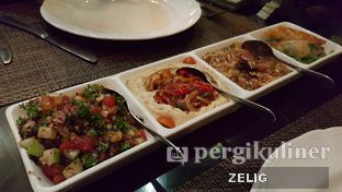 Foto 1 - Makanan(Mezze Platter) di Turkuaz oleh @teddyzelig
