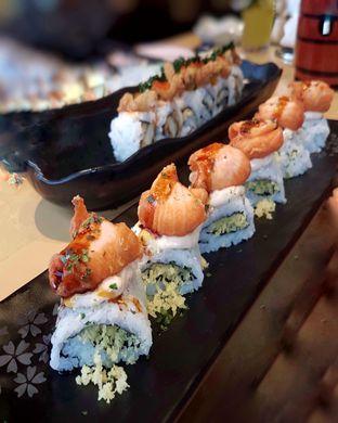 Foto 5 - Makanan(Fried Salmon Roll) di Sushi Tei oleh Gembuli Tan
