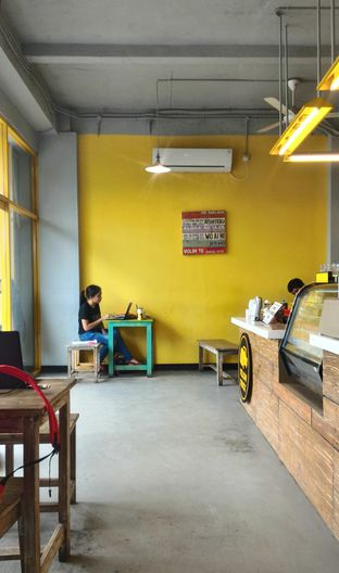 Foto 2 - Interior di Yellow Truck Coffee oleh Ika Nurhayati