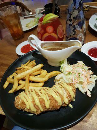 Foto 2 - Makanan(Chicken cordon bleu) di Petrichor Cafe & Bistro oleh queen_candy2871_gmail_com
