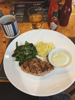 Foto 1 - Makanan(Tuna Steak) di Tokyo Skipjack oleh Vanessa Agnes