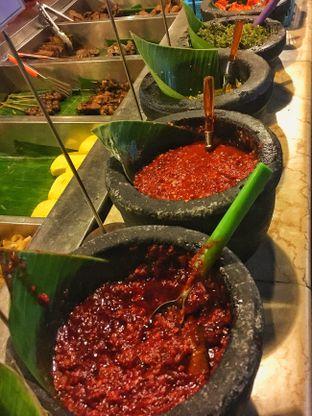 Foto 8 - Makanan(Aneka Sambal) di Alas Daun oleh Fadhlur Rohman