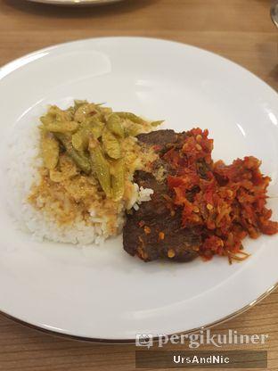 Foto 1 - Makanan di Nasi Kapau Uni Nailah oleh UrsAndNic