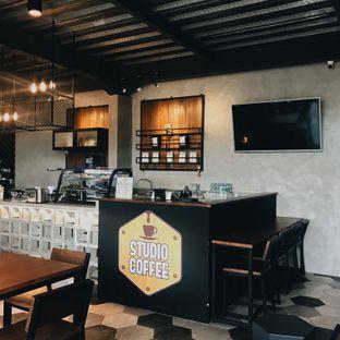 Foto 3 - Interior di Studio Coffee oleh Della Ayu