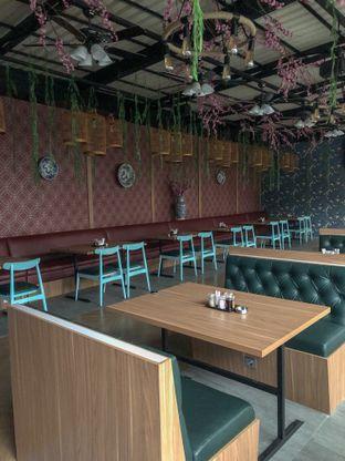 Foto 7 - Interior di Dragon Cafe oleh clown