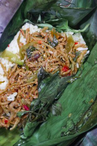 Foto 2 - Makanan di Pisang Goreng Madu Bu Nanik oleh thehandsofcuisine