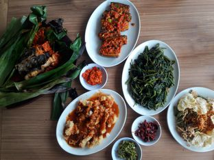 Foto 1 - Makanan di Talaga Sampireun oleh Dwi Izaldi