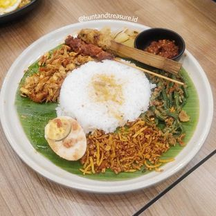 Foto 1 - Makanan(Nasi Campur Wardani 4 Topping) di Warung Wardani oleh Huntandtreasure.id