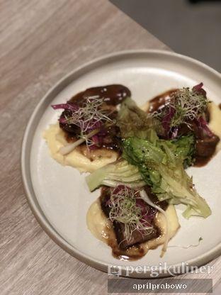 Foto 2 - Makanan(Short ribs) di Lalla Restaurant oleh Cubi