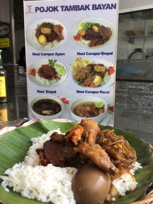 Foto 2 - Makanan di Depot Nasi Campur Pojok Tambak Bayan oleh Nanakoot