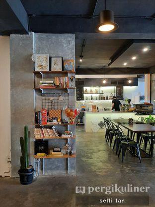 Foto 7 - Interior di Hang Tuah GO! Kopi & Toastery oleh Selfi Tan