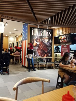 Foto 2 - Interior di La Ribs oleh Fensi Safan