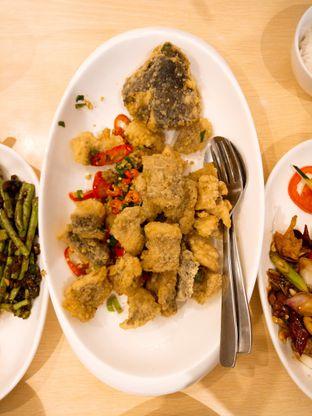Foto 4 - Makanan(Gurame Goreng Lada Garam) di Imperial Kitchen & Dimsum oleh Ratu Aghnia