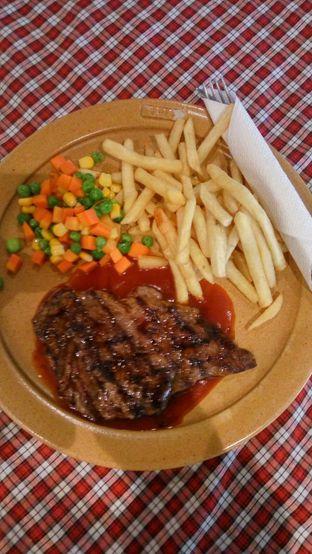 Foto 6 - Makanan(Tenderloin Steak Classic) di Suis Butcher oleh Fadhlur Rohman