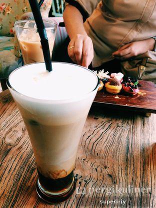 Foto - Makanan(latte caramel) di Drink Station oleh @supeririy