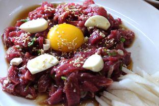 Foto 1 - Makanan(daging sapi mentah) di Saeng Gogi oleh Marsha Sehan