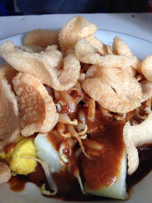 Foto 2 - Makanan(Kupat Tahu) di Kupat Tahu & Lontong Kari Cicendo oleh awakmutukangmakan