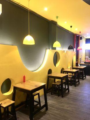 Foto 1 - Interior di Monster Cheese Pizza oleh Prido ZH
