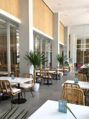 Foto 3 - Interior di Dailydose Coffee & Eatery oleh Prido ZH