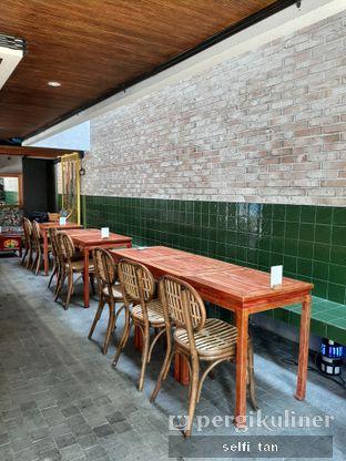 Foto 9 - Interior di Mikkro Espresso oleh Selfi Tan