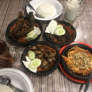Foto 4 - Makanan di Warung Bu Kris oleh @Perutmelars Andri
