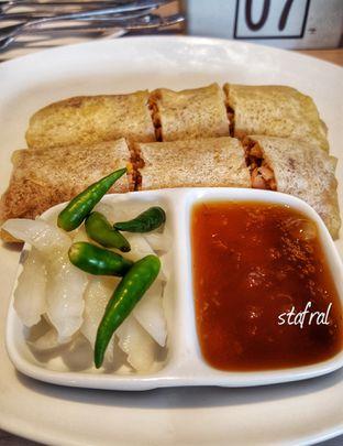 Foto 4 - Makanan(Lumpia Semarang) di Dapur Solo oleh Stanzazone