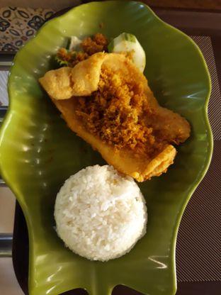 Foto 1 - Makanan di Ayam Kremes Kraton oleh Makan2 TV Food & Travel