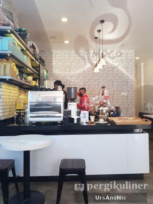 Foto 7 - Interior di Moco Moven Coffee oleh UrsAndNic