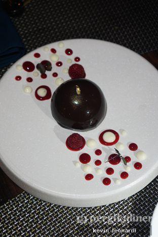 Foto 6 - Makanan(Chocolate Dome) di Skye oleh Kevin Leonardi @makancengli