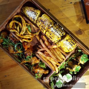 Foto 2 - Makanan(BBQ Mixed Platter) di Pvblic Bistro and Bar oleh JC Wen