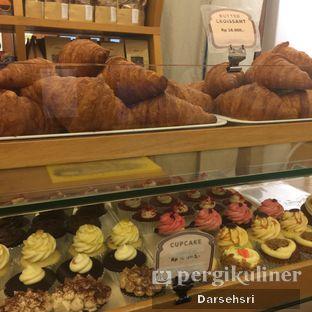Foto 11 - Interior di Mom's Artisan Bakery oleh Darsehsri Handayani