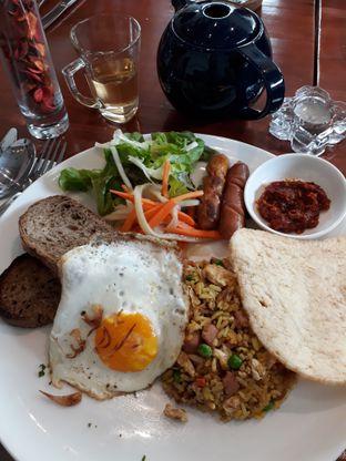 Foto 2 - Makanan(Poachd Fried Rice) di Poach'd Brunch & Coffee House oleh Niesahandayani