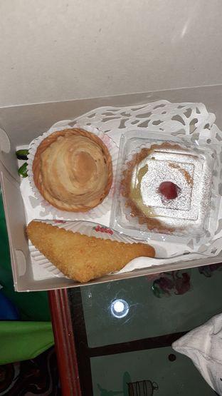 Foto - Makanan di Strawberry Pastel Ufo oleh Threesiana Dheriyani