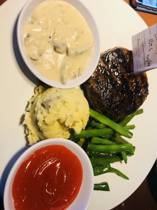 Foto review Steak Hotel by Holycow! oleh umgracias 1